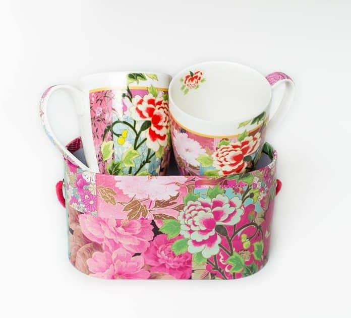 Tasses fleuries et boite de rangement