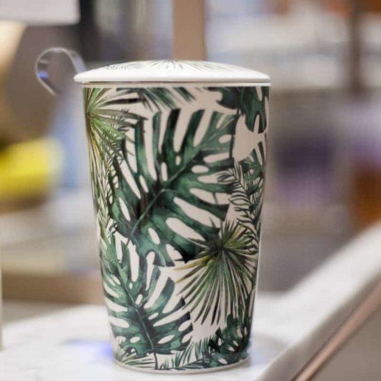 Mug aux motifs tropicaux en porcelaine isolante à double-paroi sans risque de brulûres. Infuseur incorporé en acier inoxydable est muni d'un poignée élégante et pratique.