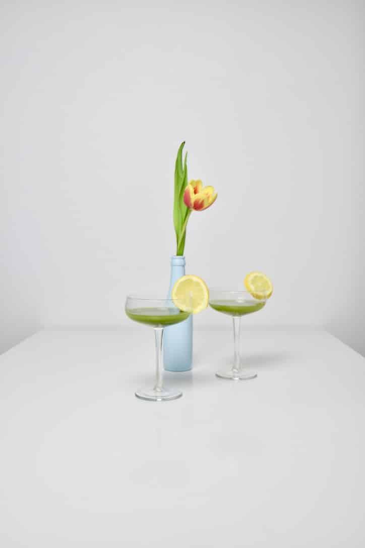 Testez notre recette de limonade au matcha bio de Uji et découvrez la fraîcheur d'une boisson gazeuse saine