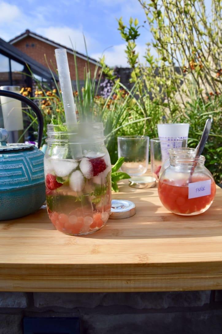 Ce Bubble Tea au thé blanc d'Elise est composé de perles de fraise et de perles de Lychee