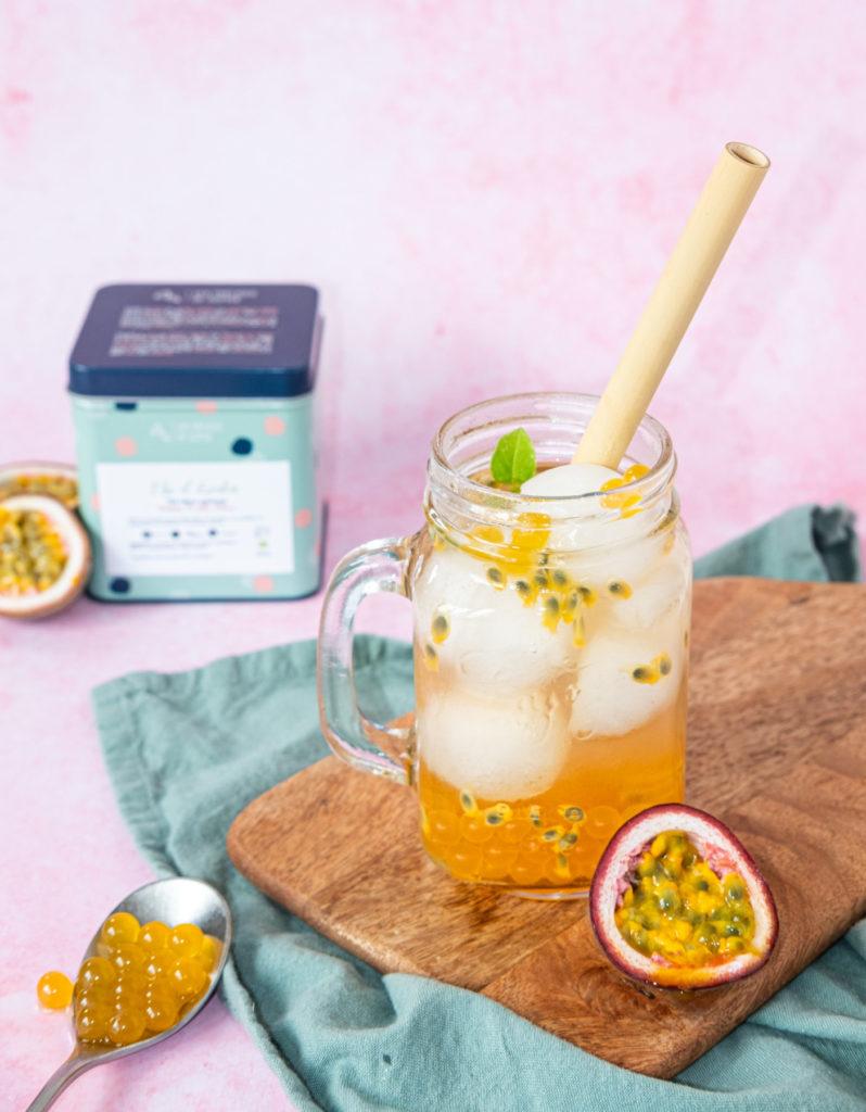 Mélange de thé blanc, poires, pêche, framboise avec des notes de pamplemousses et de fruits de la passion..
